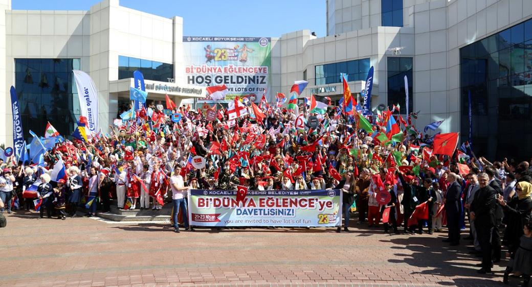 Bidünya Kardeşlik Festivali Kortejle Başladı
